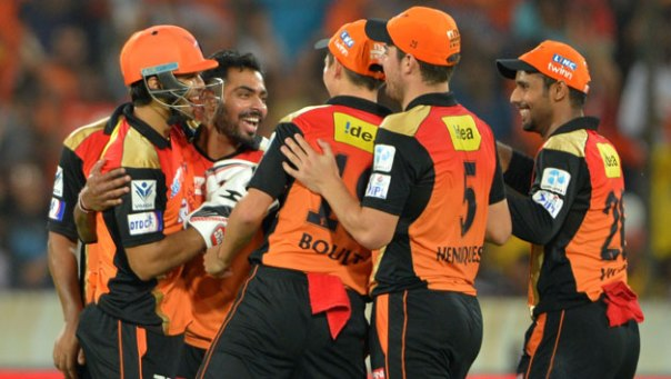Sunrisers-Hyderabad-players-celebrate42-1